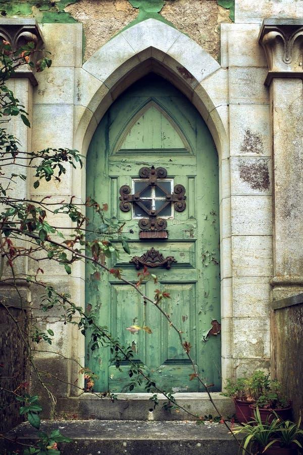 Alte gotische Tür lizenzfreies stockbild