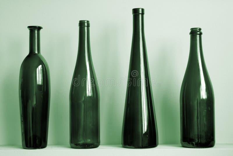Alte grüne Flaschen stockfotos