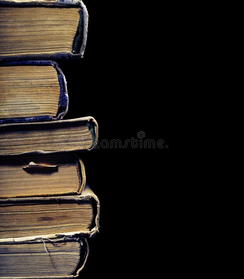 Alte grung Bücher in einem Stapel lizenzfreies stockfoto