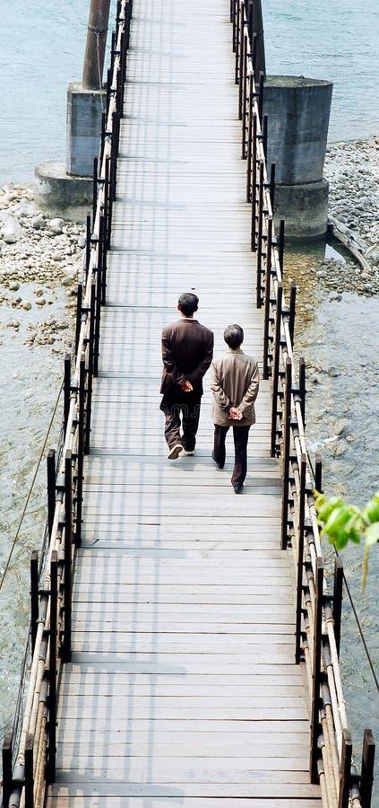 Alte hängende Brücke stockfoto