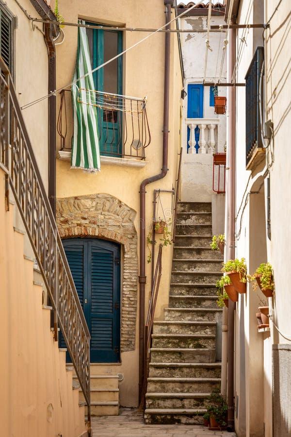Alte Häuser der schönen italienischen Art stockbild
