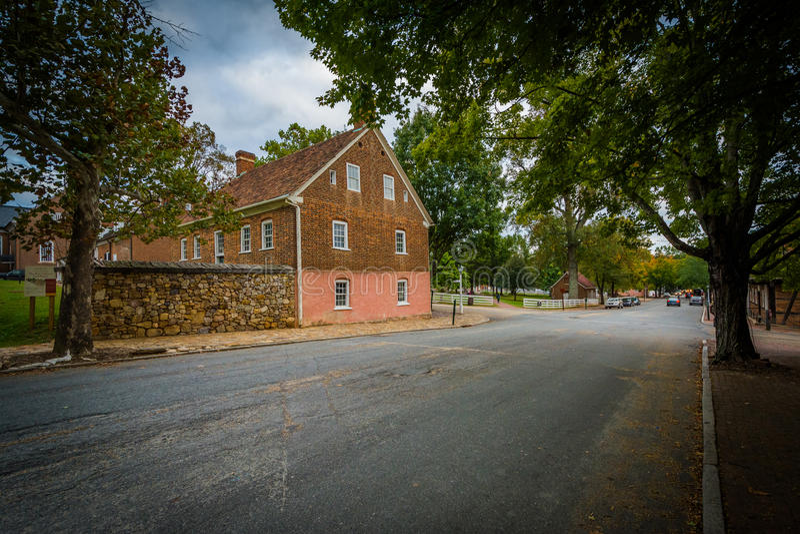 Alte Häuser entlang Main Street in alten Salem Historic District, stockfotografie