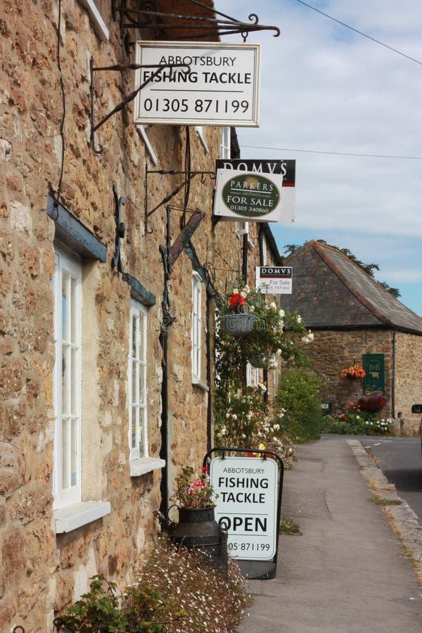 Alte Häuser und Geschäfte in England lizenzfreie stockfotos