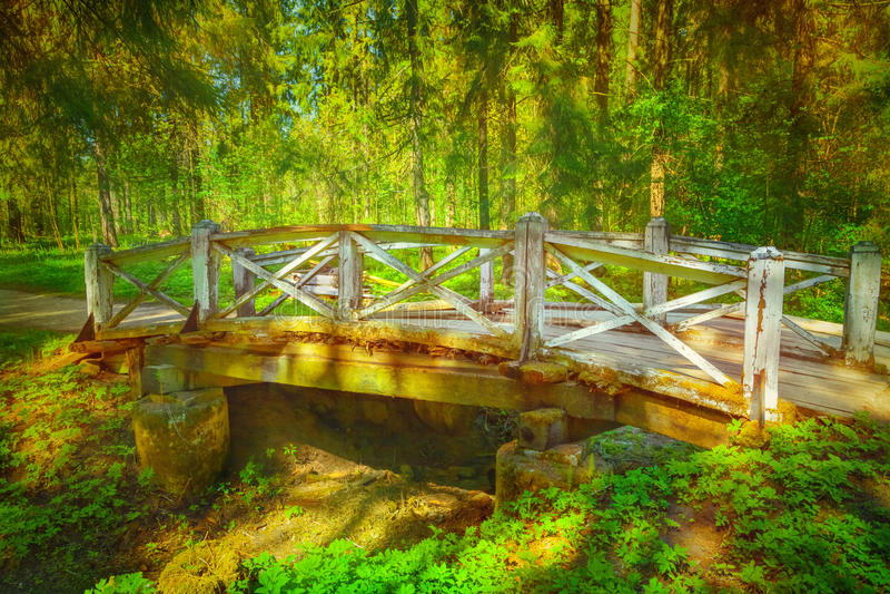 Alte hölzerne Brücke stockfoto