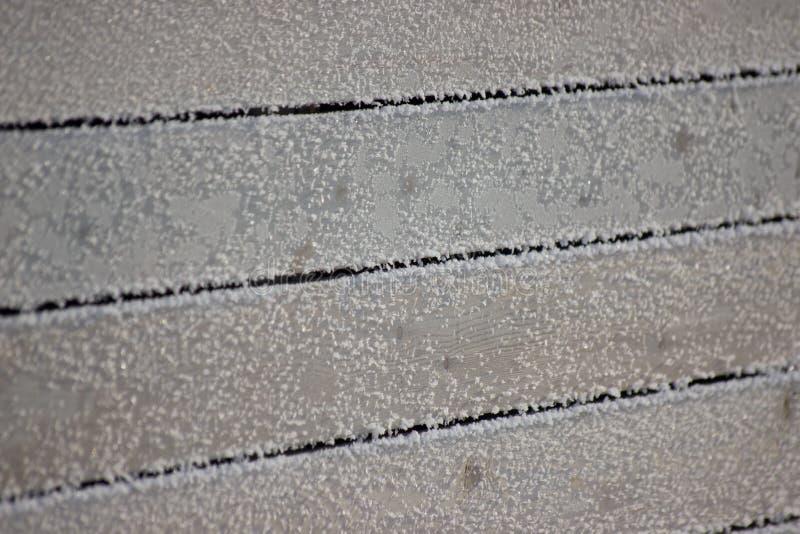 Alte hölzerne Bretter unter Schneefrost Hoar mit einem copyspace Schöner horizontaler Hintergrund für Winterentwurf Kaltes und re lizenzfreie stockbilder