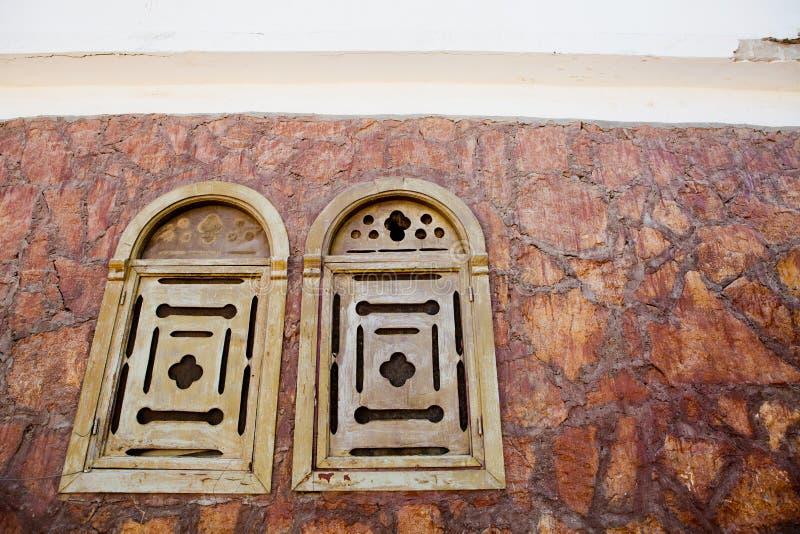 Alte hölzerne Fensterläden stockfotografie