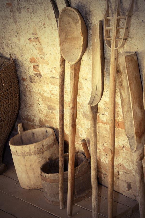 Alte hölzerne landwirtschaftliche Werkzeuge lizenzfreies stockfoto
