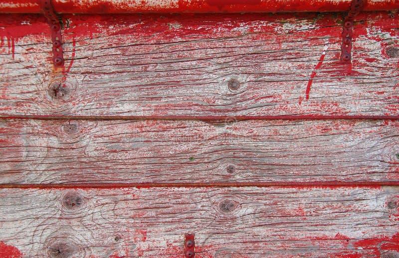 Alte hölzerne Planken mit Spuren des roten Lackes lizenzfreie stockbilder