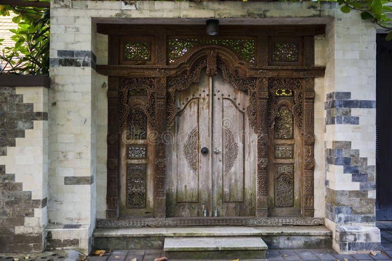 Alte hölzerne Tür stockfotos