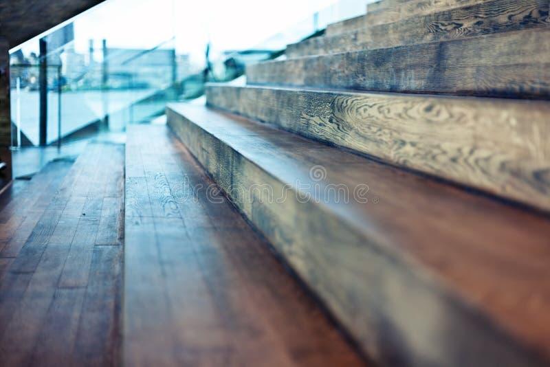 Alte hölzerne Treppe stockbilder