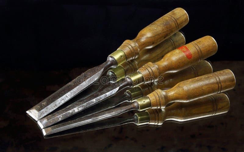 Alte hölzerne Weinlesemeißelwerkzeuge stockfotos