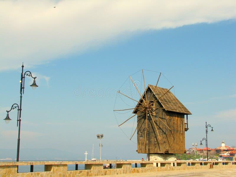 Alte hölzerne Windmühle lizenzfreies stockfoto