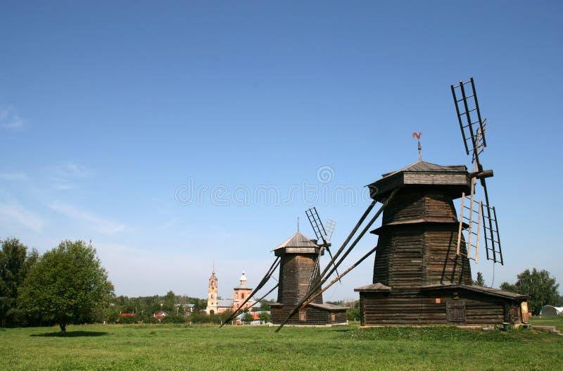 Alte hölzerne Windmühle in Suzdal stockbilder