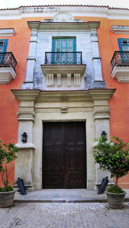 Alte Havana-Kolonialgebäudefassade lizenzfreies stockbild