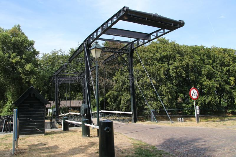 Alte historische Schleuseninstallation vom Fluss IJssel zur Stadt von Zwolle in den Niederlanden, heutzutage benutzt als Monument lizenzfreies stockfoto