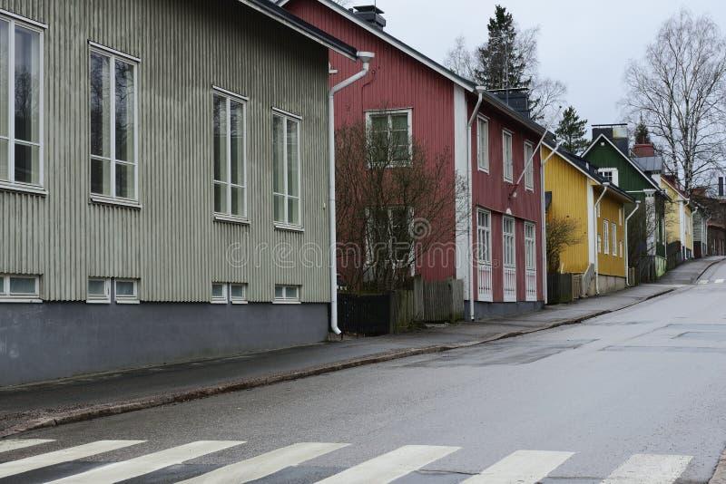 Alte Holzhäuser auf Intiankatu-Straße in Helsinki stockfoto