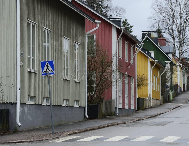 Alte Holzhäuser auf Intiankatu-Straße in Helsinki stockbild