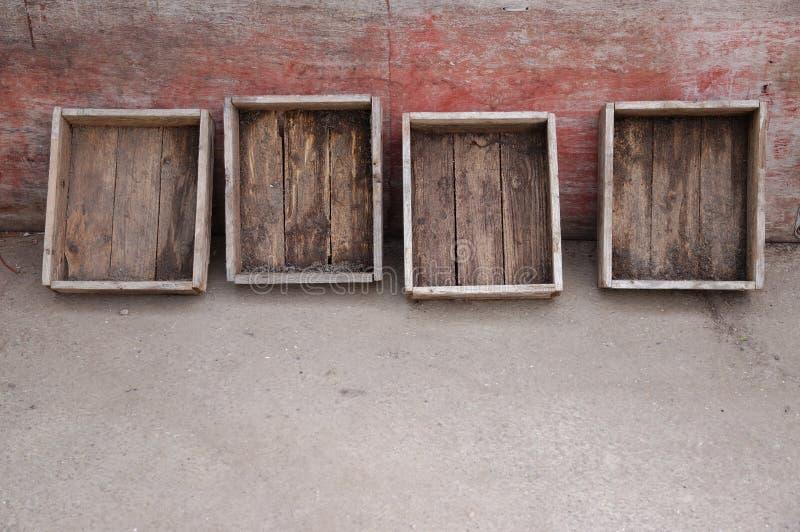 Alte holzkisten an einer patinawand stockfoto bild von kasten gebildet 42289520 - Holzkisten wand ...