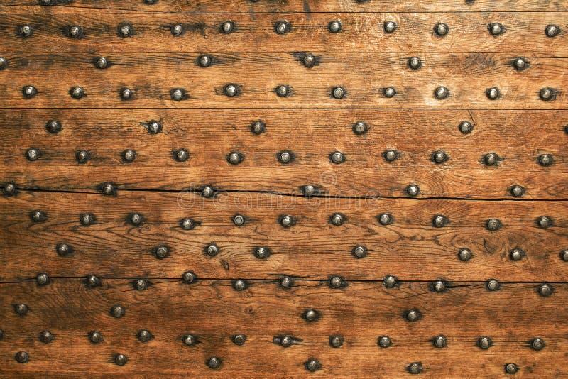 Alte Holzoberfläche mit Metall befestigt Hintergrund lizenzfreie stockbilder