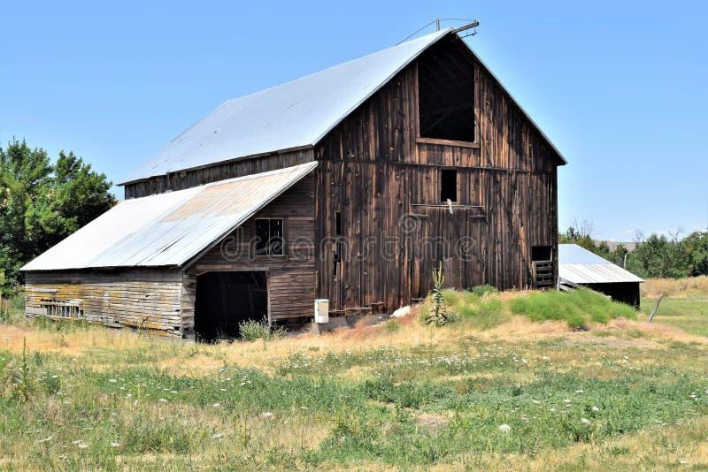 Alte Holzstall-Stand-Test auf dem Bauland im Bundesstaat Washington lizenzfreie stockfotografie