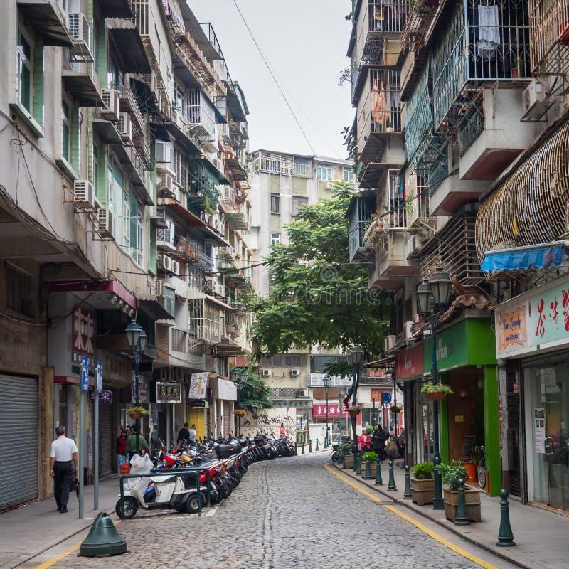 Alte im Stadtzentrum gelegene Straße in Macao lizenzfreies stockbild