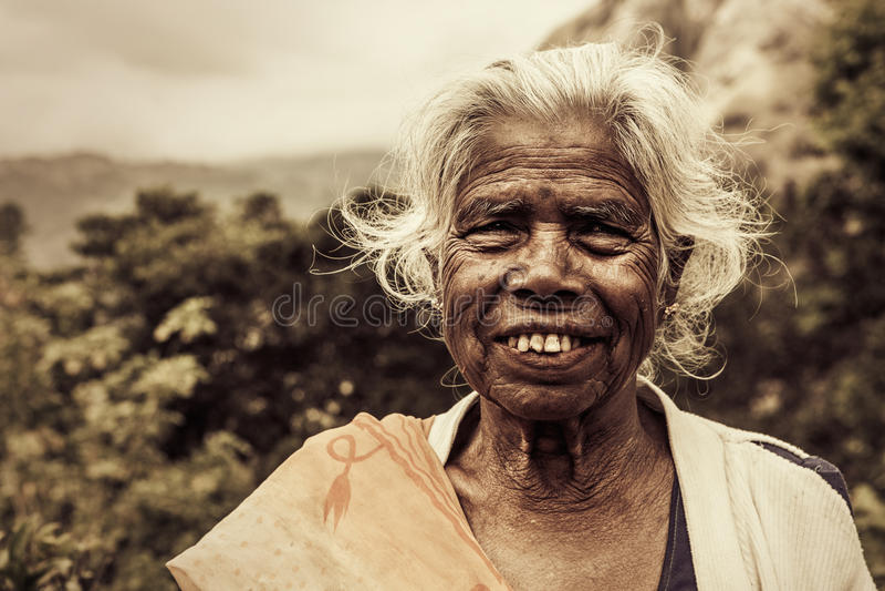 Alte indische Frau Ältere Falten lizenzfreies stockfoto