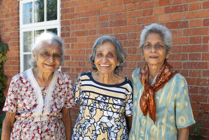 Alte indische Frauenschwestern stockbilder
