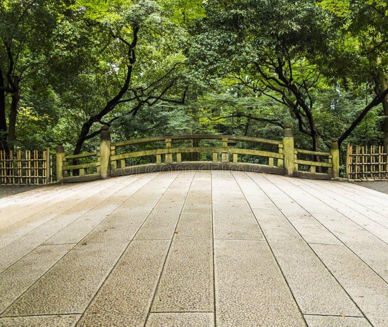 Alte japanische Brücke stockfotos