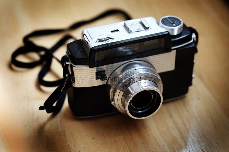 Alte Kamera-manuelle Linsen-Fotografie-Ausr?stung lizenzfreies stockfoto
