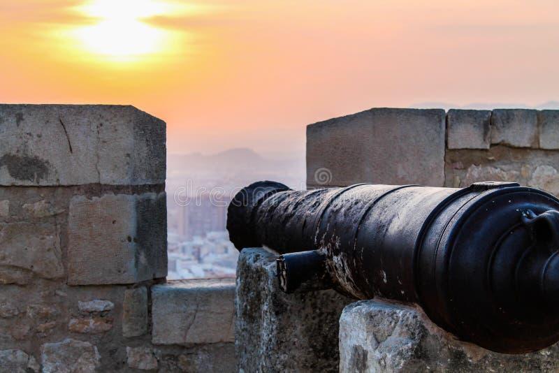 Alte Kanone am Schloss lizenzfreie stockbilder