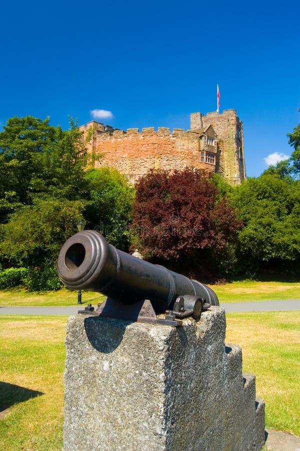 Alte Kanone und Schloss stockfoto