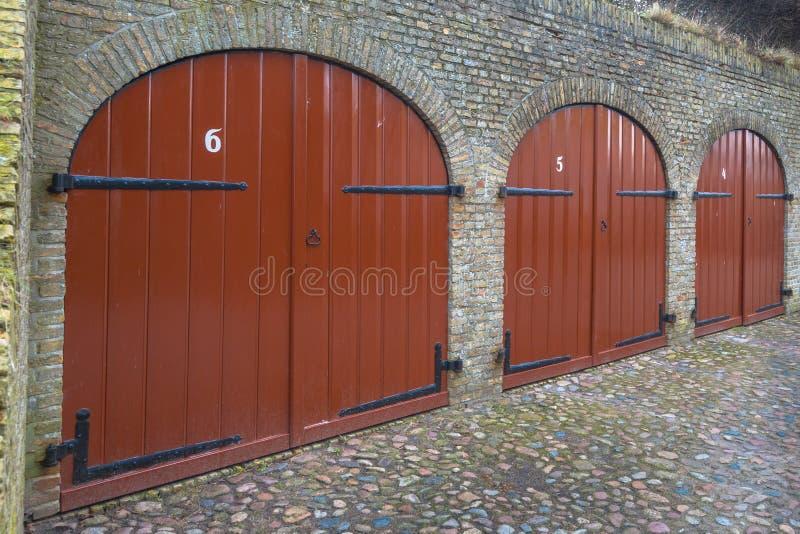 Alte Keller-Türen stockfoto