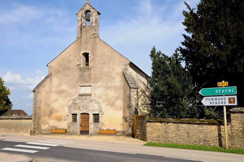 Alte Kirche auf dem Weg nach Beaune Burgunder Frankreich lizenzfreies stockbild