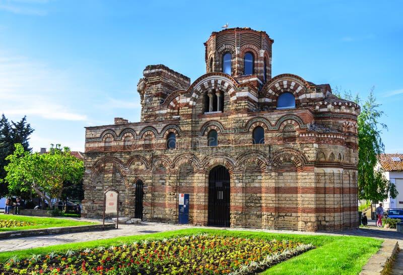 Alte Kirche im beliebten Erholungsort von Nessebar, Bulgarien lizenzfreies stockbild