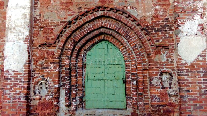 Alte Kirche-Tür stockfotografie