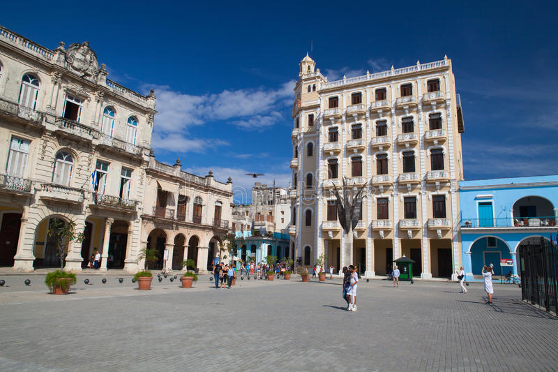 Alte Kolonialbauten auf Piazza Vieja-Quadrat, Havana, Kuba lizenzfreie stockbilder