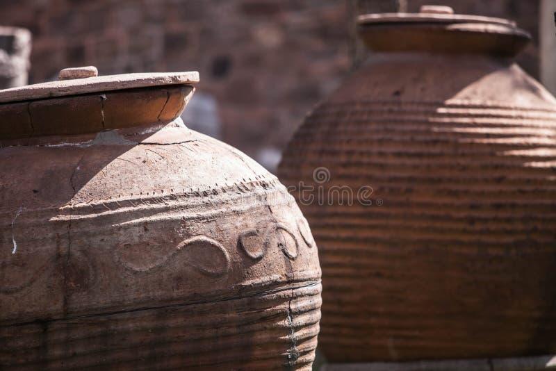 Alte Krüge in der Türkei stockbild