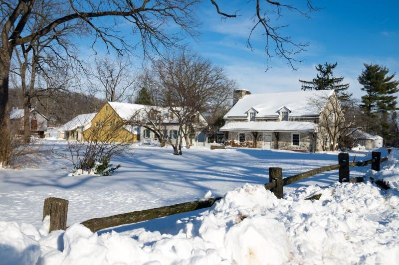 Alte landwirtschaftliche Gebäude im Winter lizenzfreies stockfoto