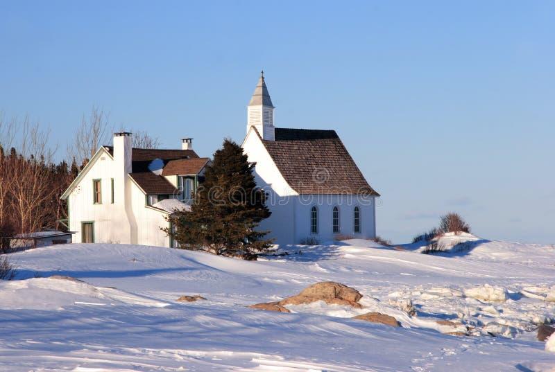 Alte landwirtschaftliche Kirche stockbilder