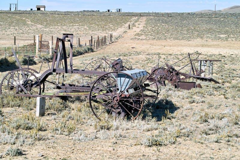 Alte landwirtschaftliche Westmaschinen stockfotografie