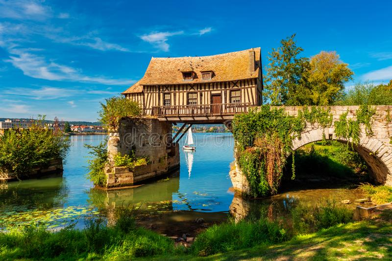 Alte Mühle in Vernon Normandy France stockfotografie
