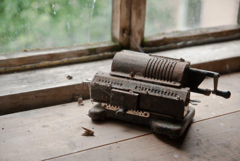 Alte mechanische manuelle Zählungsmaschine stockfotos