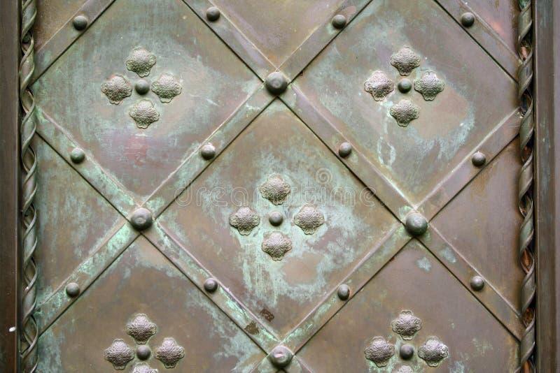 Alte Metallchateautür stockbilder