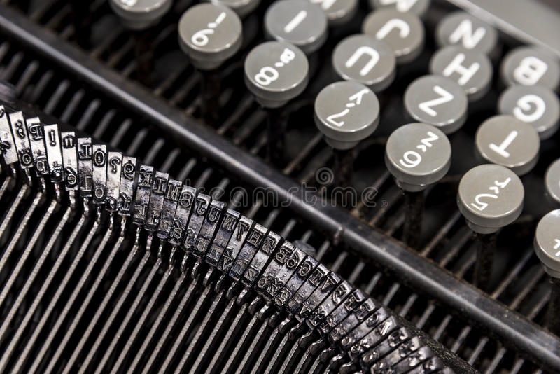 Alte Metallschreibmaschine stockbild