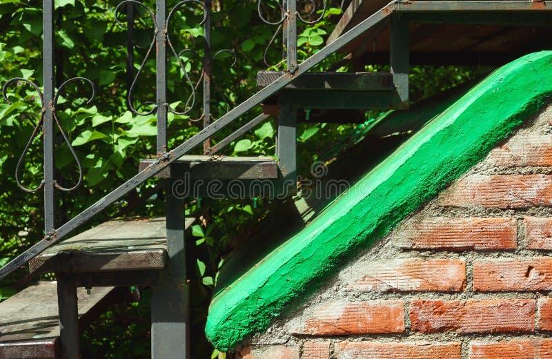 Alte Metalltreppenhäuser lizenzfreies stockfoto