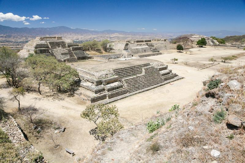 Alte Mexikanerruinen auf Monte Alban, Oaxaca, Mexiko stockbild