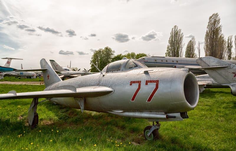 Alte Militärflugzeuge stockbilder