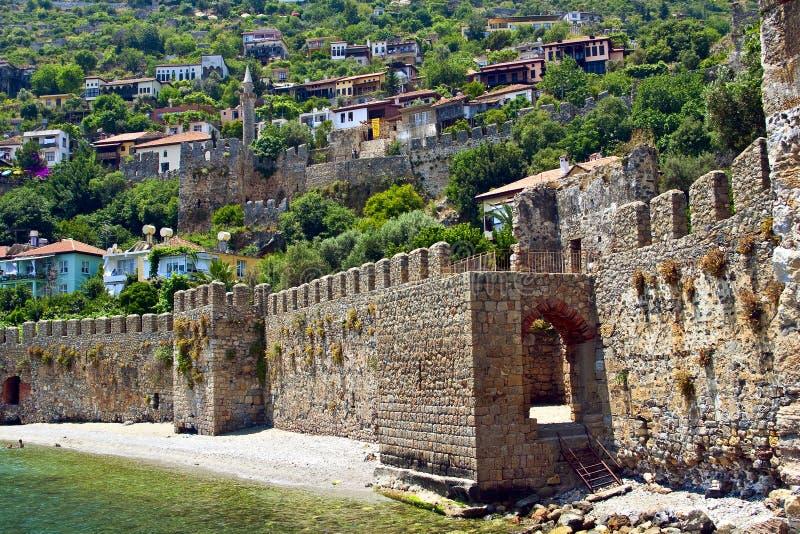 Alte Mittelmeerstadt hinter Festungs-Wand nahe t stockbild