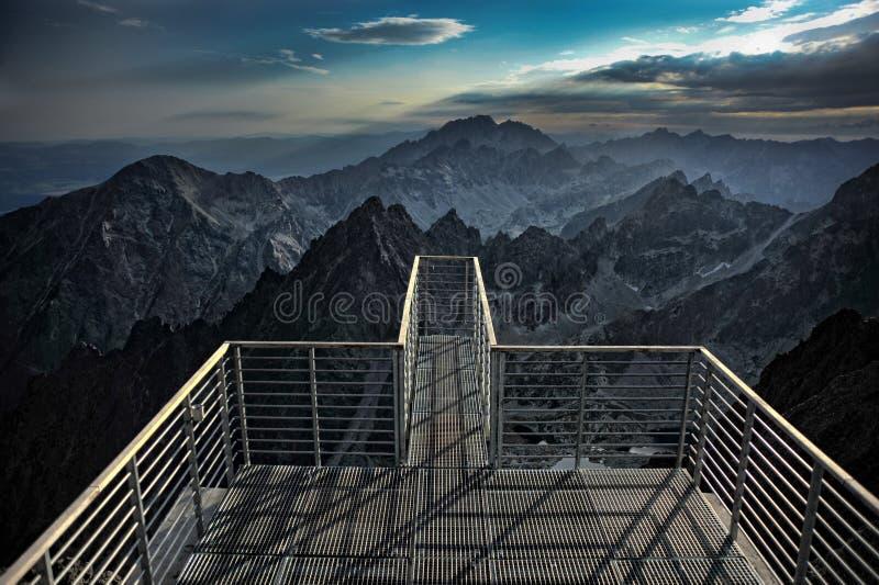 Alte montagne di Tatras dal tÃt del ¡ del ½ Å di Lomnickà fotografie stock