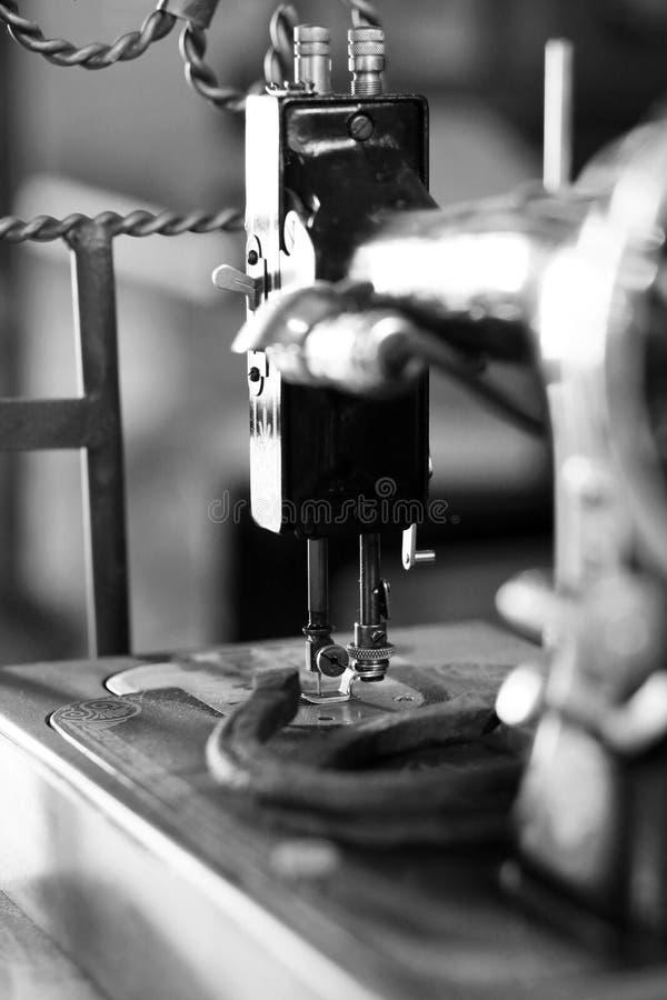 Alte Nähmaschine lizenzfreies stockfoto
